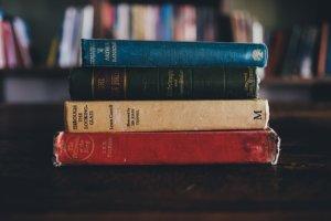 電子書籍か紙の本、結局どっちがいいの?